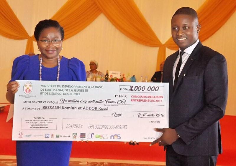 Le meilleur jeune entrepreneur togolais récompensés par le PRADEB et le FAIEJ